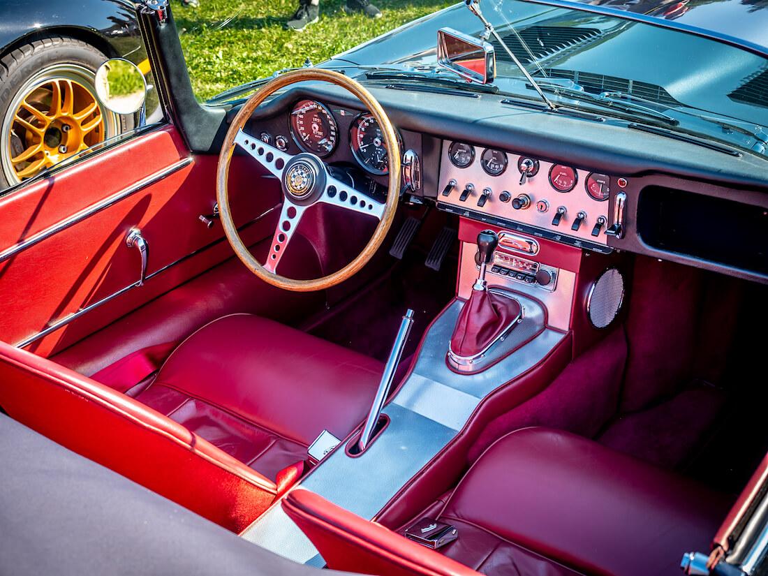 1962 Jaguar E-Type avoauton ohjaamo