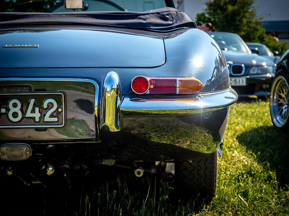 1962 Jaguar E-Type yksityiskohta auton takaa