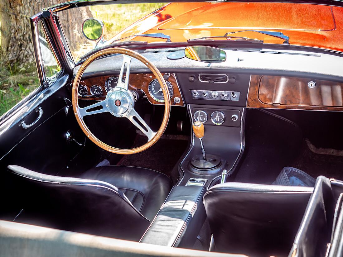 1964 Austin-Healey MkIII ohjaamo ja ratti