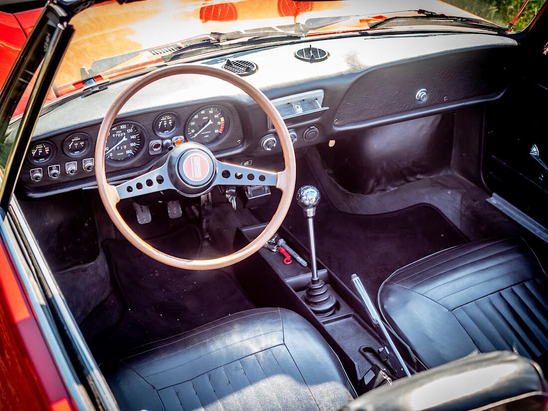 1971 Fiat 850 Sport Spider avoauton kojelauta ja sisusta