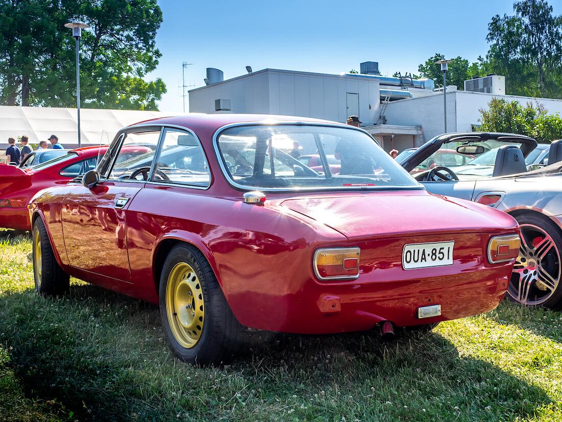 1975 Alfa Romeo 1600 GT Junior takaa
