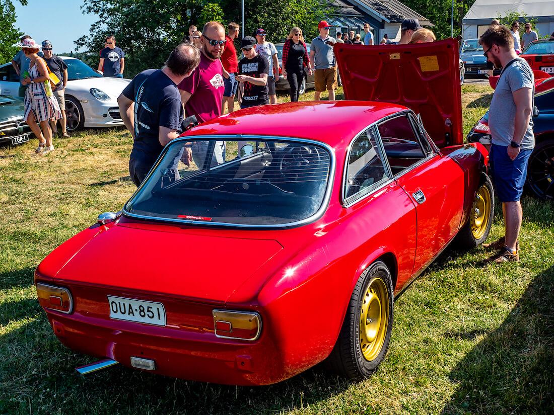 Punainen 1975 Alfa Romeo 1600 GT Junior