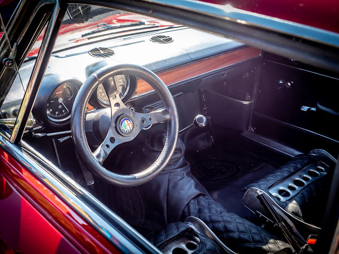 1975 Alfa Romeo 1600 GT Junior ohjaamo