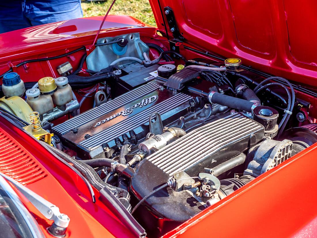 1975 Alfa Romeo 1600 GT Junior moottori