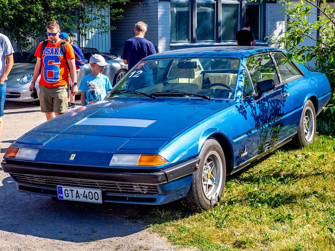 Sininen 1977 Ferrari 400 Automatic V12