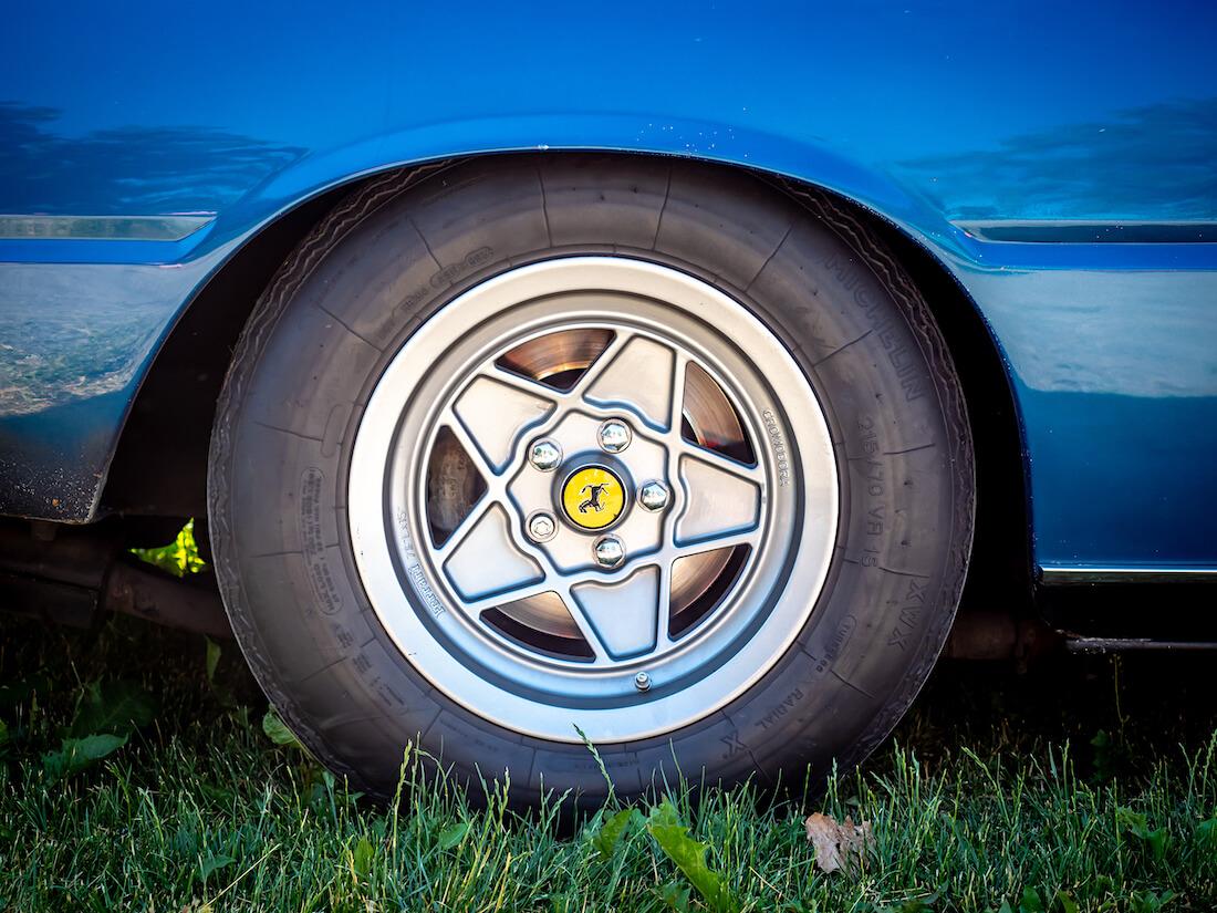 1977 Ferrari 400 Automatic V12 auton vanne ja rengas