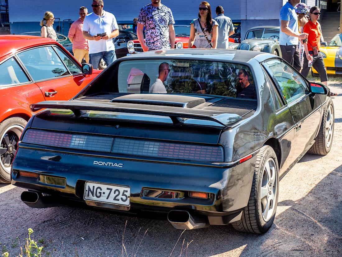 1988 Pontiac Fiero Formula Coupe V6 takaa
