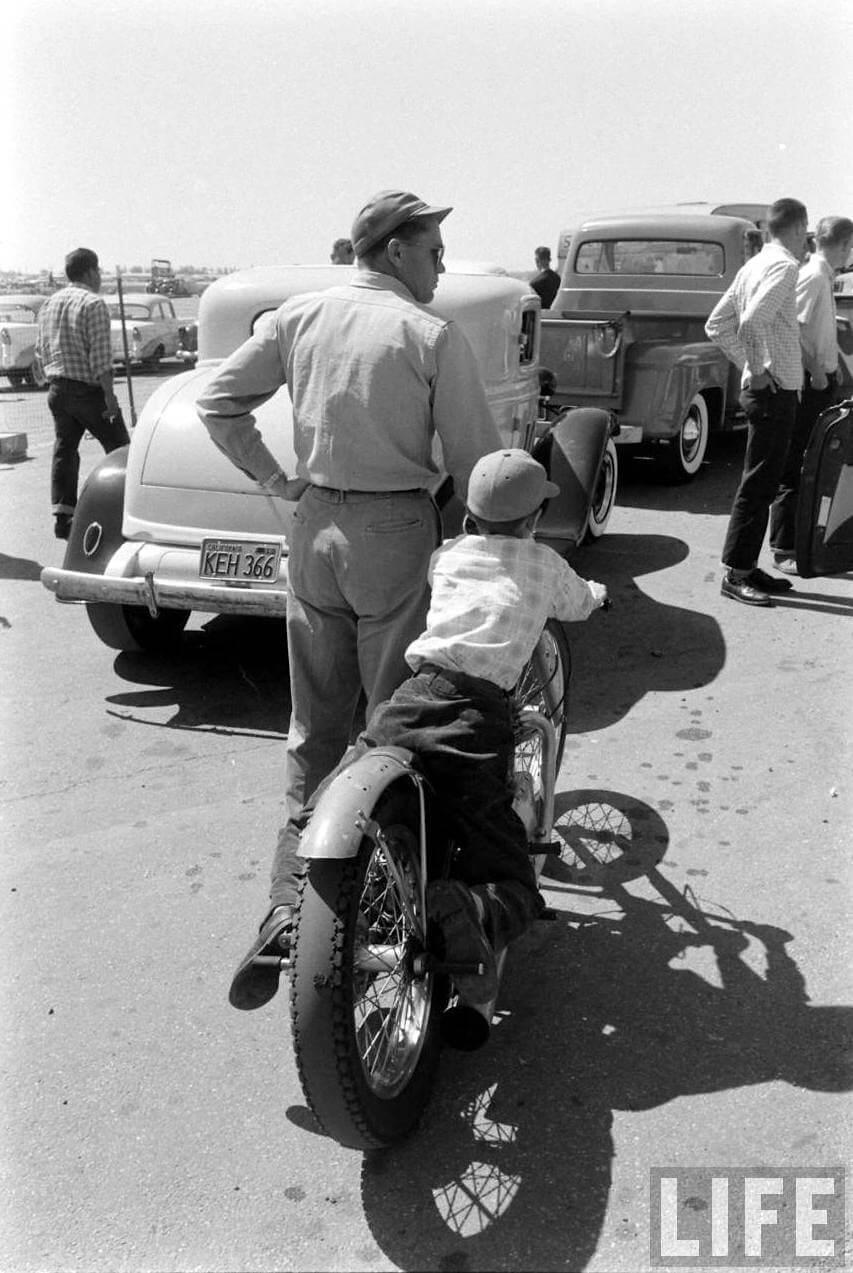 Isä ja poika Santa Anan kiihdytysradalla