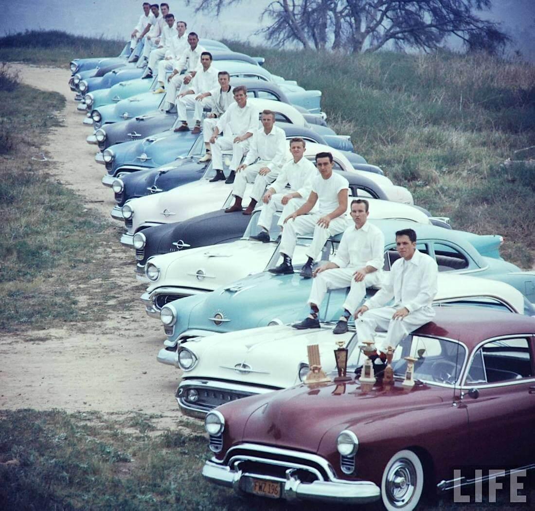 Oldsmobilet rivissä Santa Anan rata-alueella