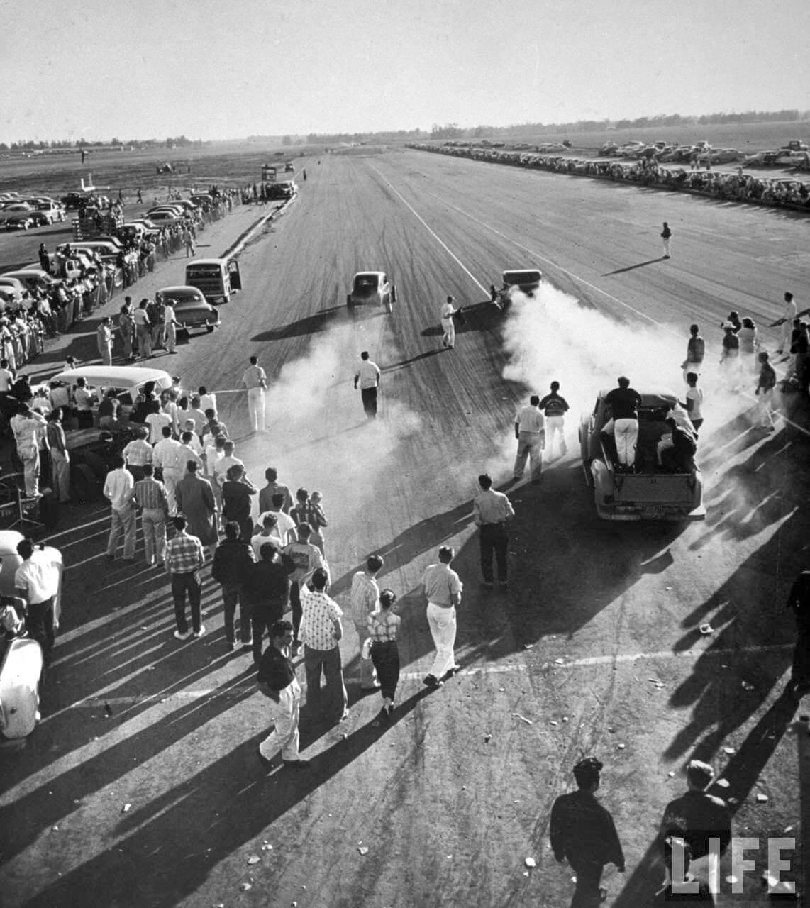 Kiihdytyskilpailu Santa Ana Drags radalla huhtikuussa 1957