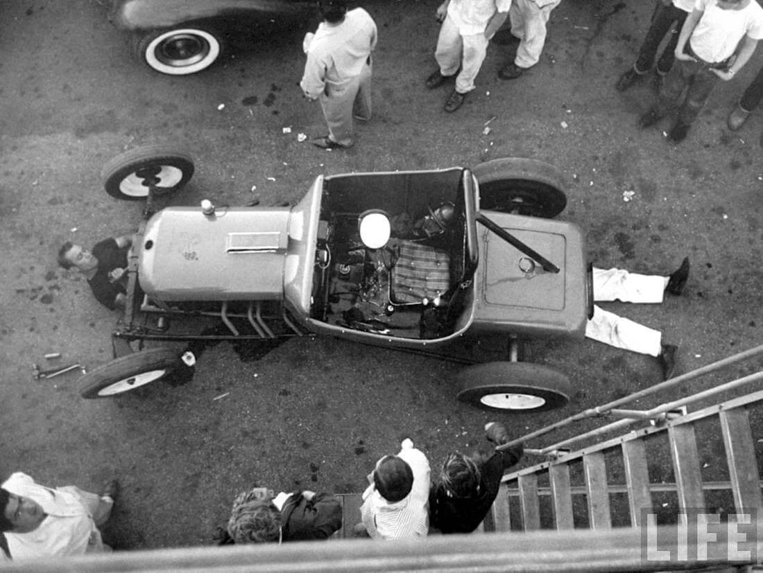 Kiihdytysautoa huolletaan Santa Ana Drags kiihdytysradan varikolla