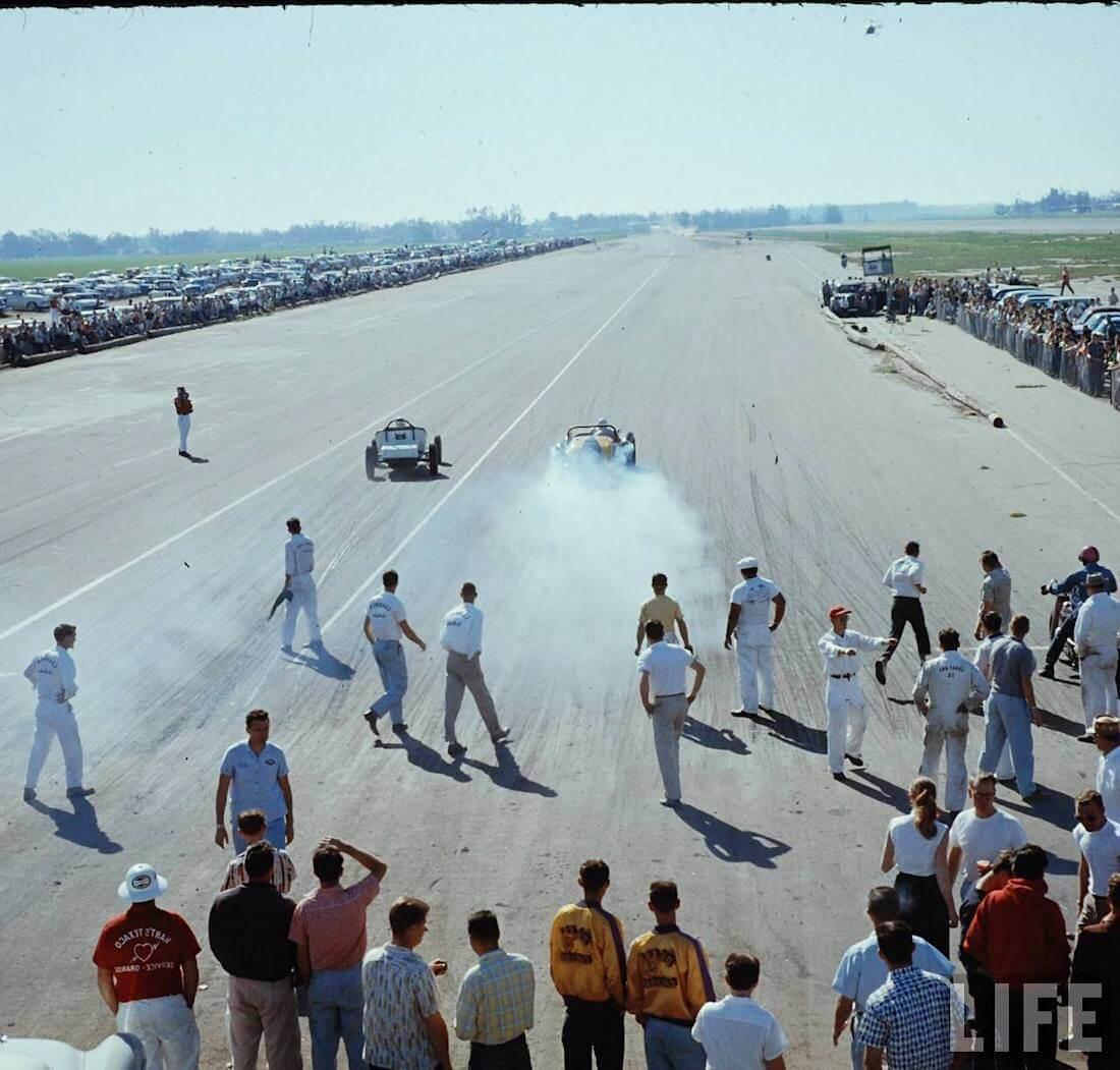 Drag racing kiihdytyskilpailu Santa Anan radalla vuonna 1957