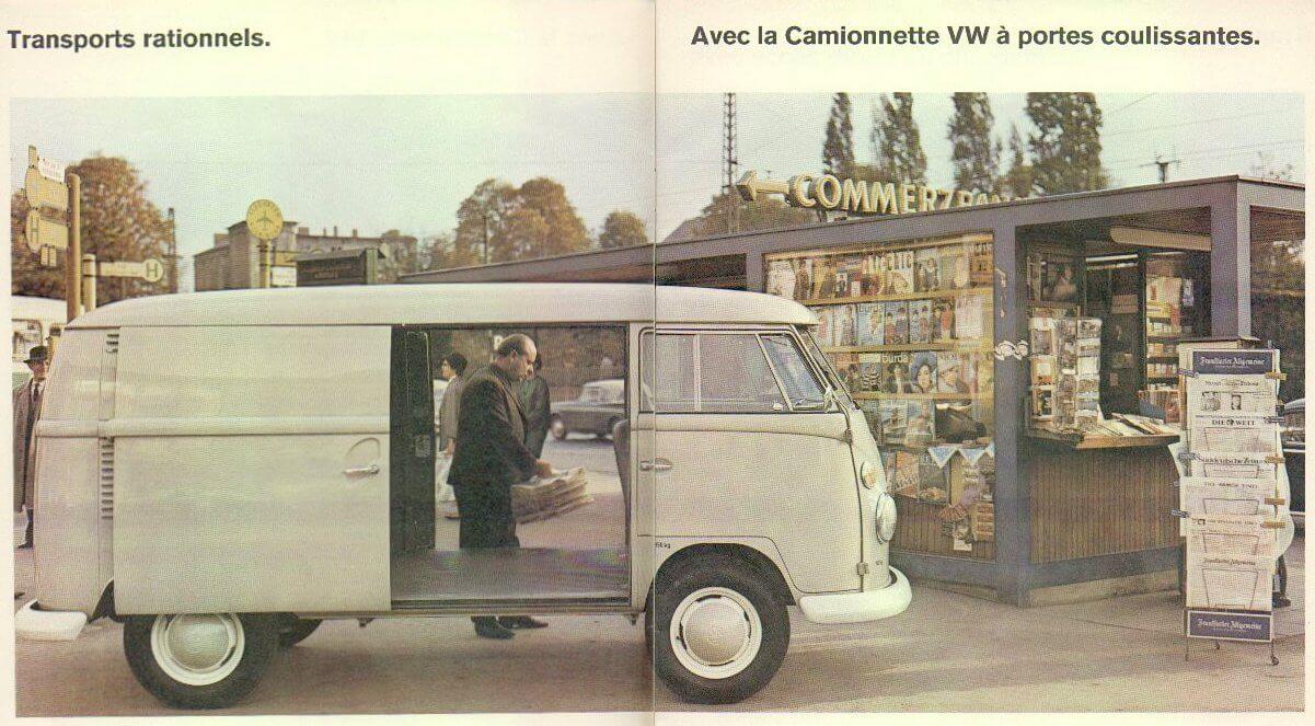 Läpijuostava 1967 VW junakeula kahdella liukuovella