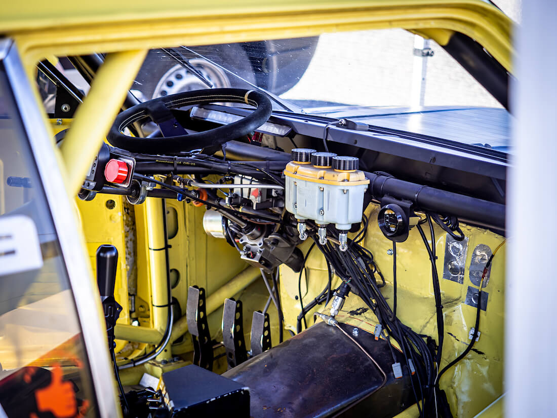 1969 Opel Commodore Roadsport kilpa-auton ohjaamo