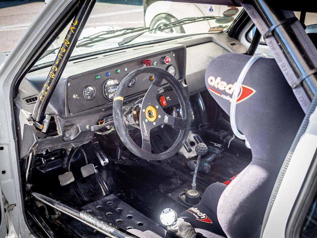 1981 Volkswagen Golf GTI 16S rata-auton ohjaamo