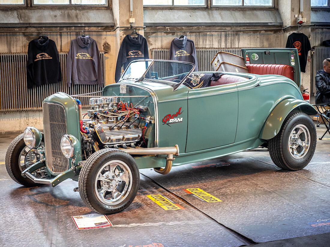 1932 Ford Deuce Model B roadster