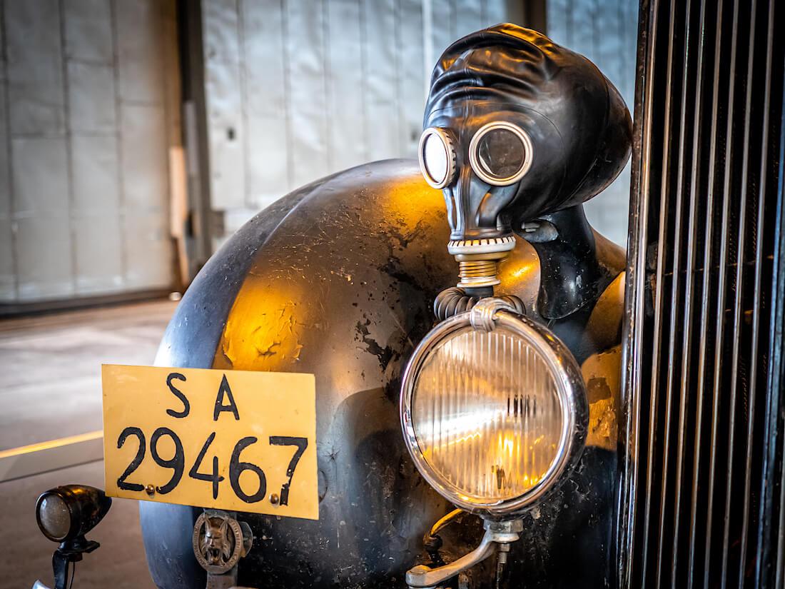 Suomen armeijan kaasunaamarin 1935 Packardin ajovalon himmentimenä