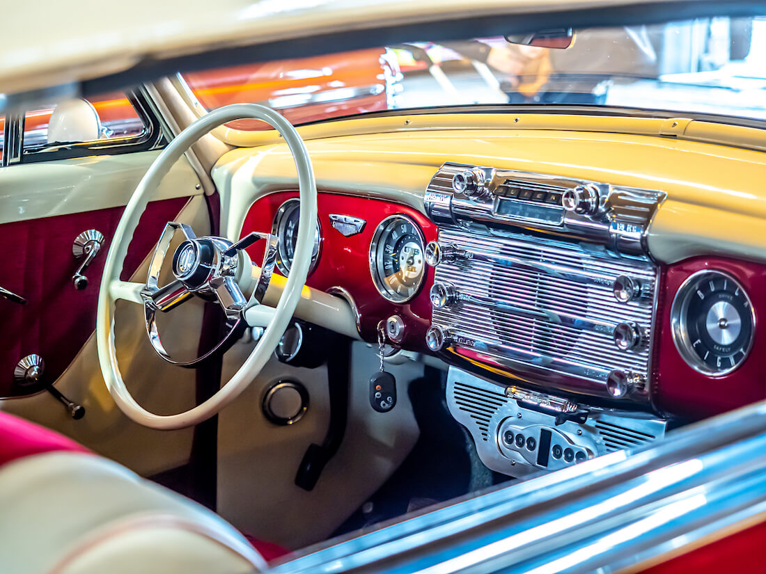 1952 Buick Riviera custom-sisusta