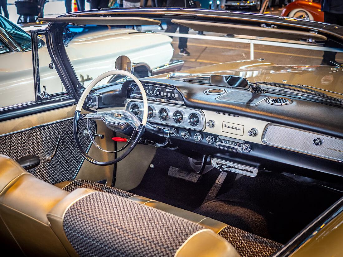 1957 Dodge Custom Royal avoauton sisusta