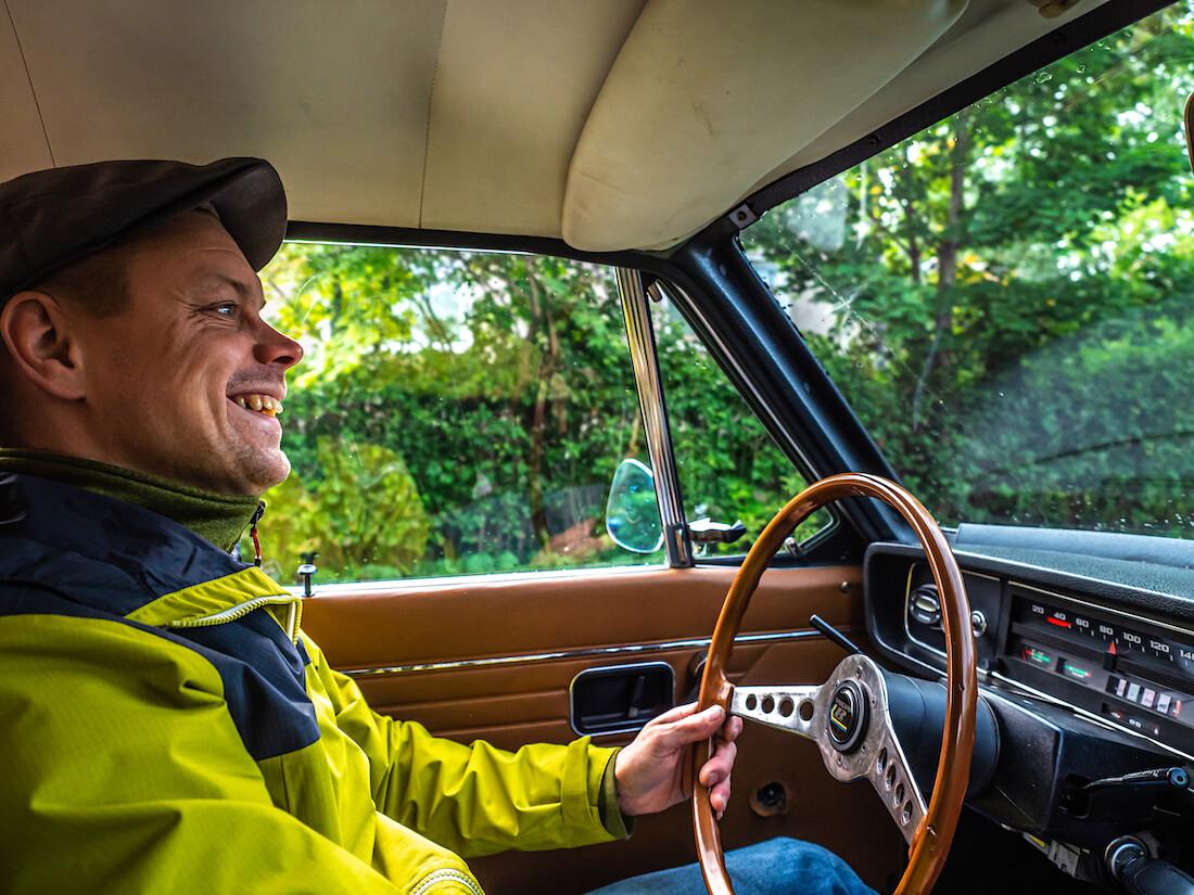 Lauri Kivirantaa ajaa Volvo 145 Express autoa
