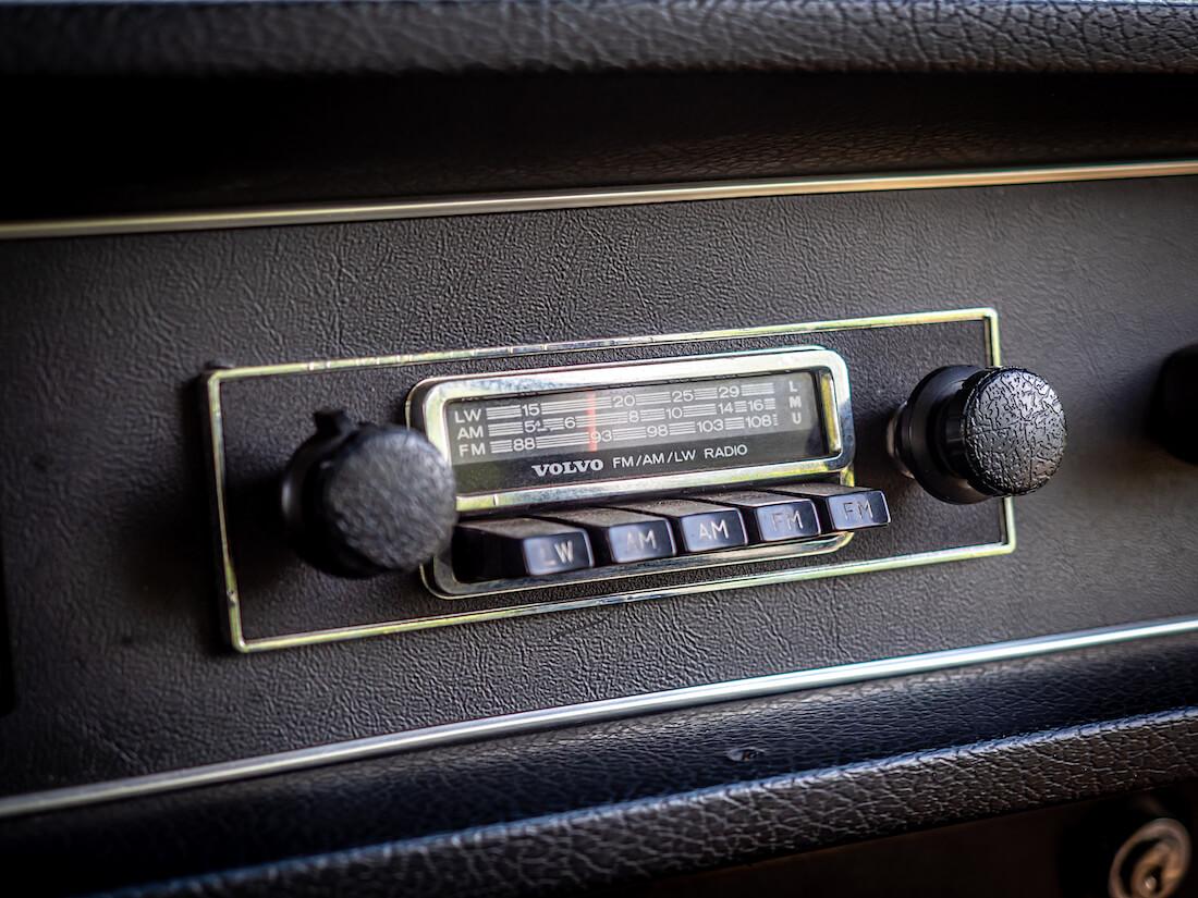 1971 Volvo 145 Express alkuperäinen nuppiradio