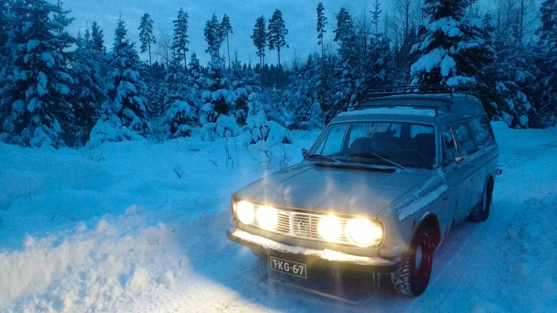 1971 Volvo 145 Express talvisessa metsässä