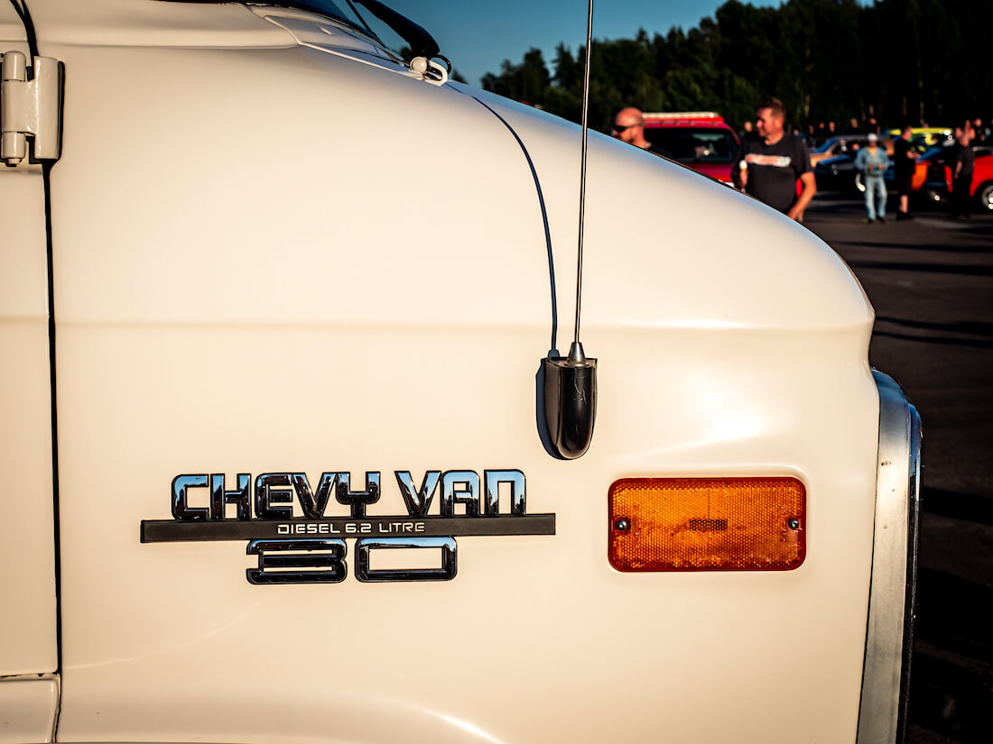 1986 Chevrolet Van G30 6.2L diesel merkki lokasuojassa