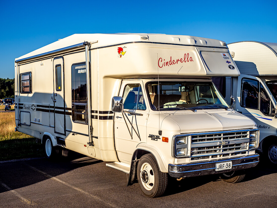 1986 Chevrolet G30 Callista by Carriage RV matkailuauto