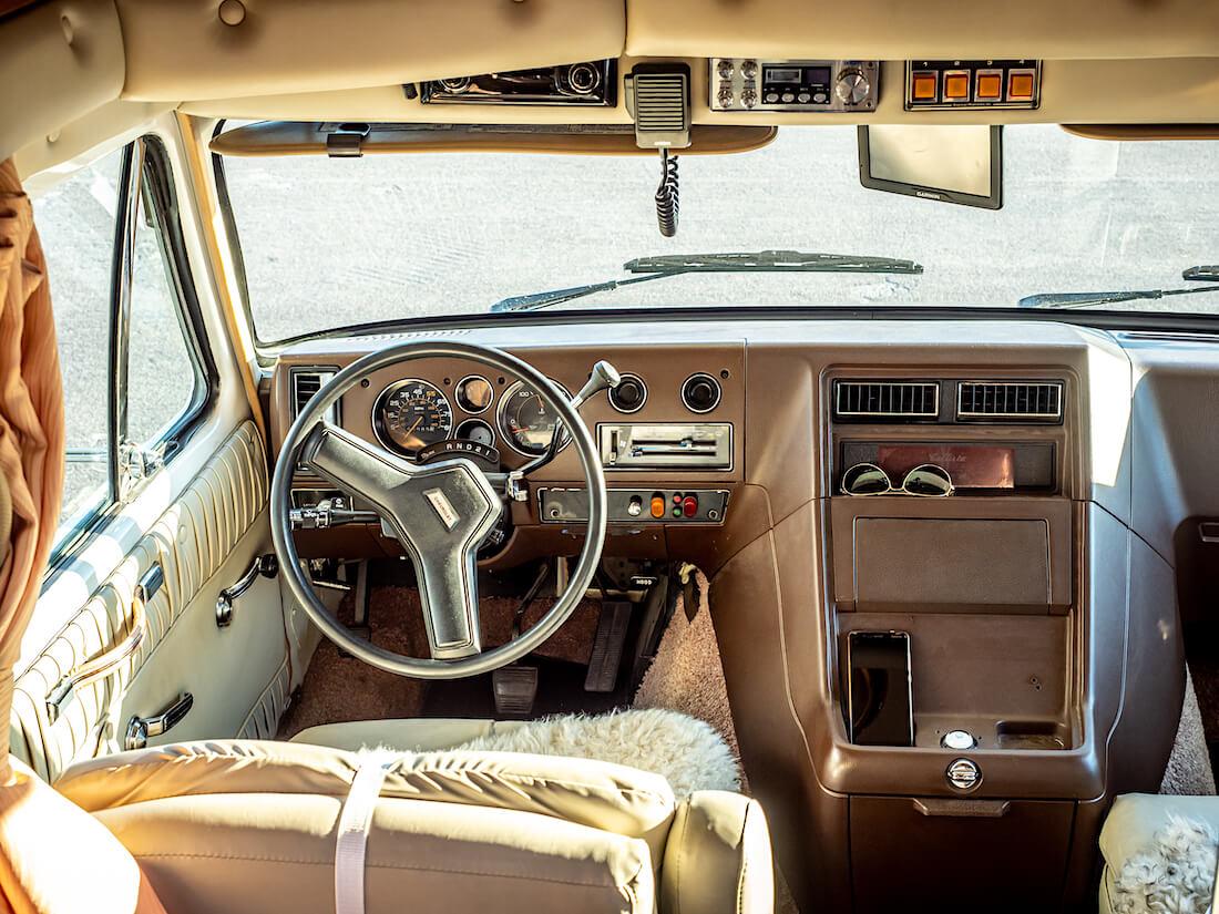 1986 Chevrolet G30 Callista by Carriage matkailuauton ohjaamo