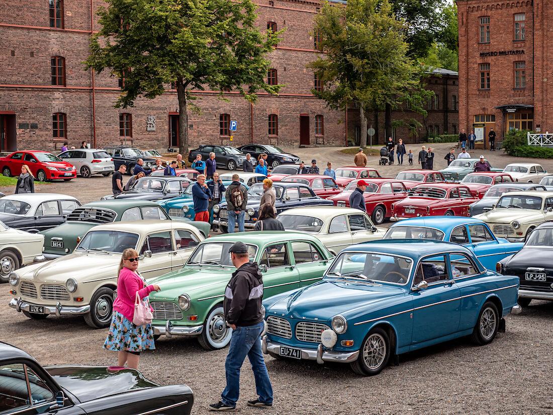 Volvo Amazon henkilöautoja Hämeenlinnassa
