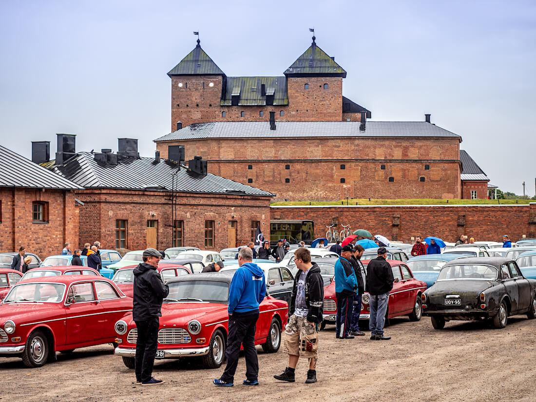 Volvo Amazoneja Hämeenlinnan Militaria-museon pihalla