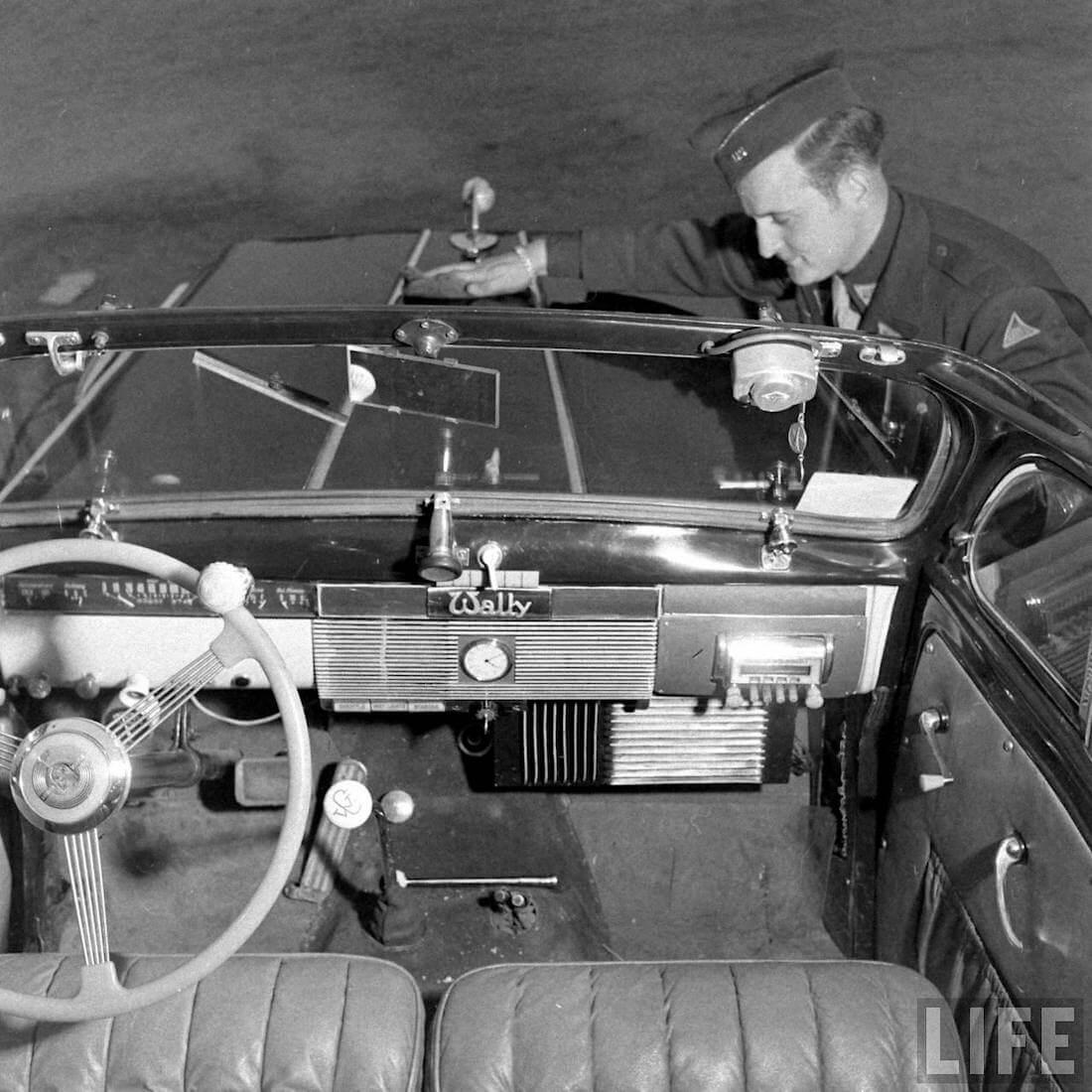 Walter Coch ja 1946 Willys maastoauton sisusta