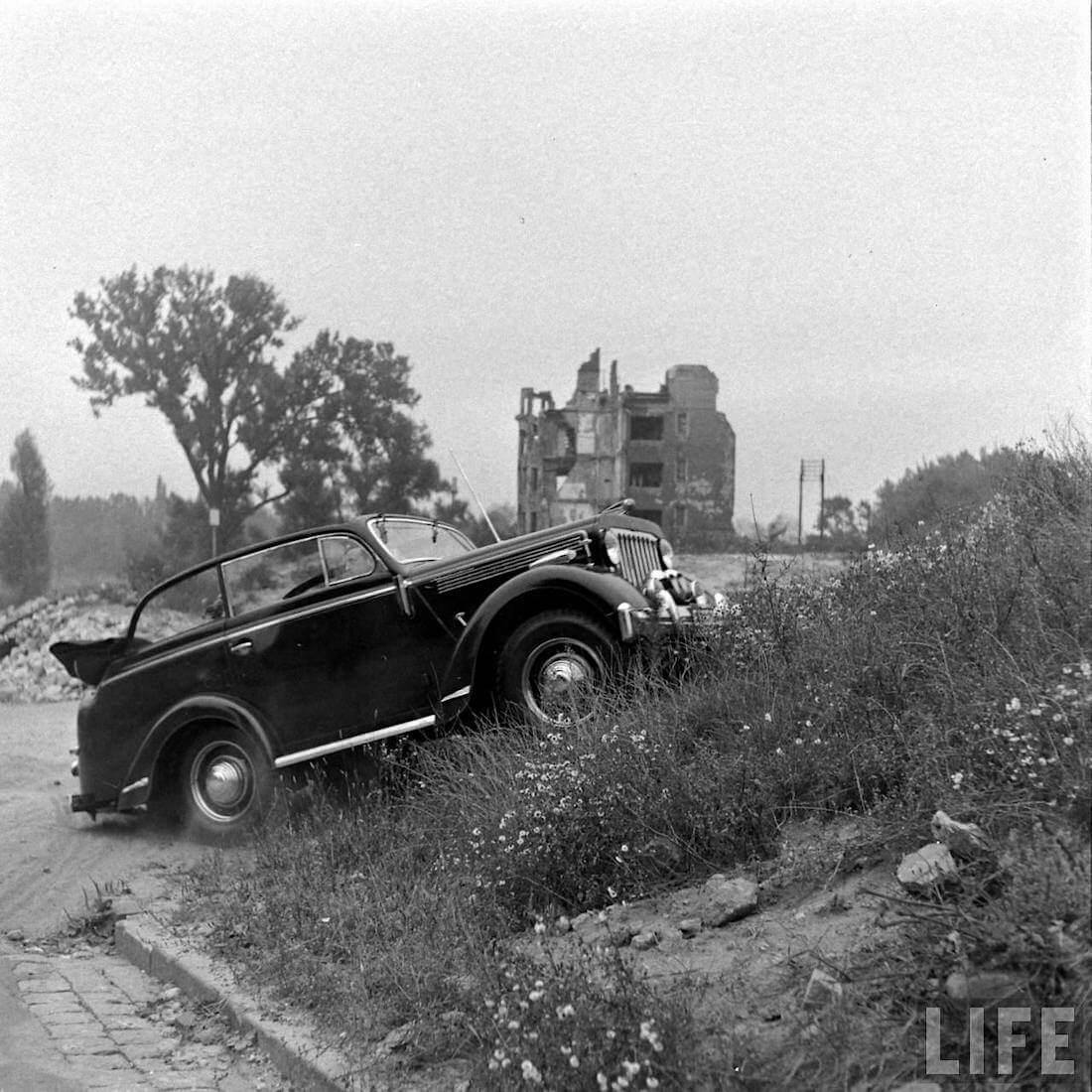 Walter Cochin 4x4 Willys Jeepster ajaa maastoon