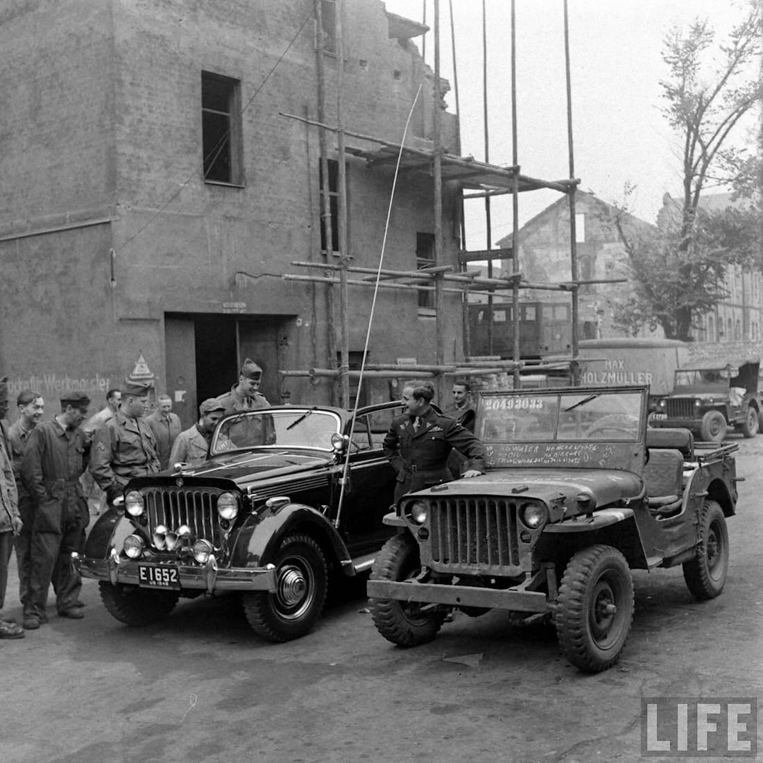 Walter Chochin Jeepster ja Willys MB sotilasajoneuvo. Kuva: Walter Sanders/Life.