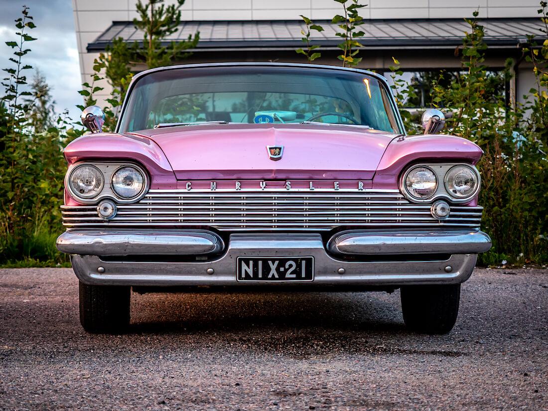 1959 Chrysler Windsor 383cid jenkkiauton keula