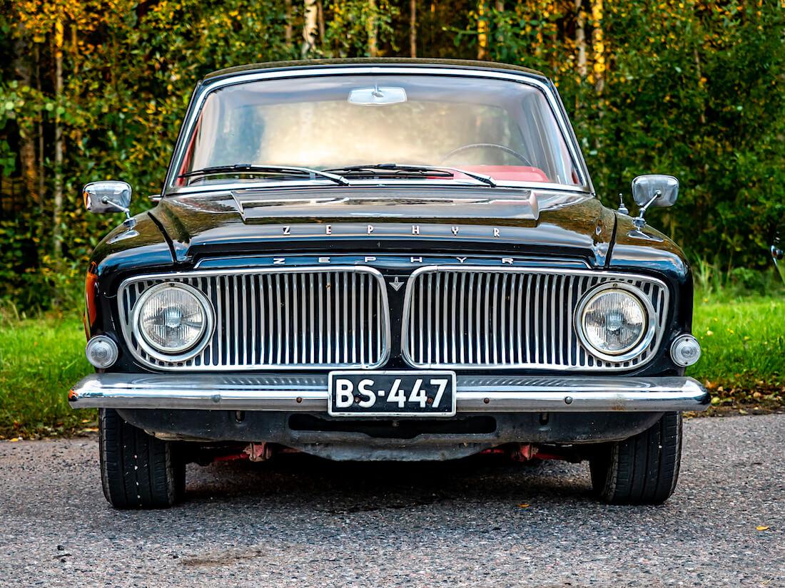 Musta 1963 Ford Zephyr 6 Mark III edestä