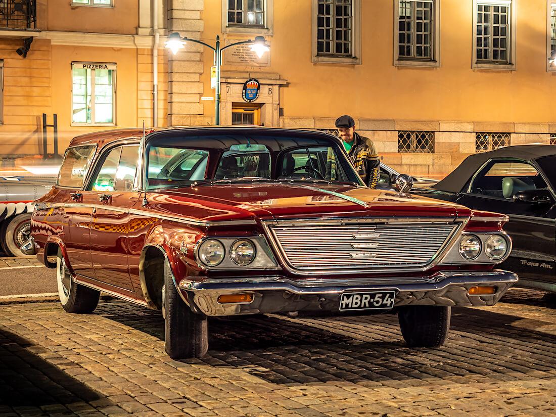 Punainen 1964 Chrysler Newport Town And Country V8 jenkkifarmari