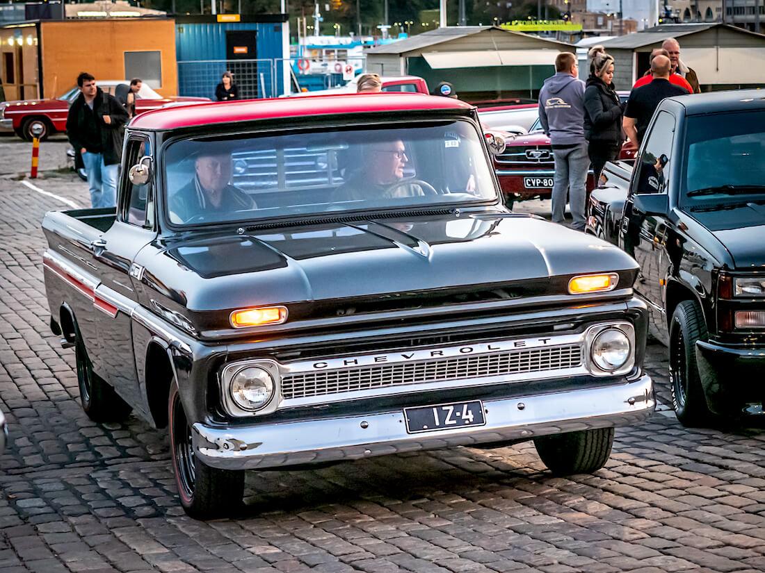 Musta 1965 Chevrolet C-10 Fleetside Pickup jenkkiauto Kauppatorilla