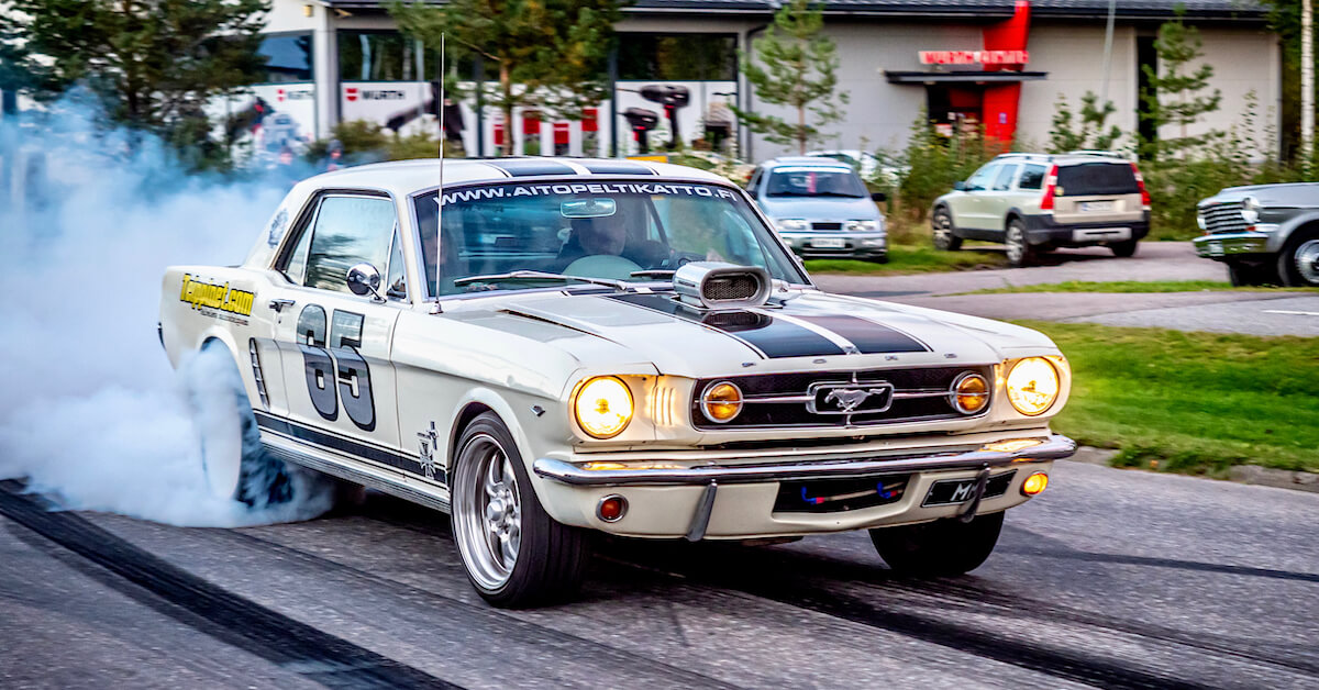 1965 Ford Mustang burnout