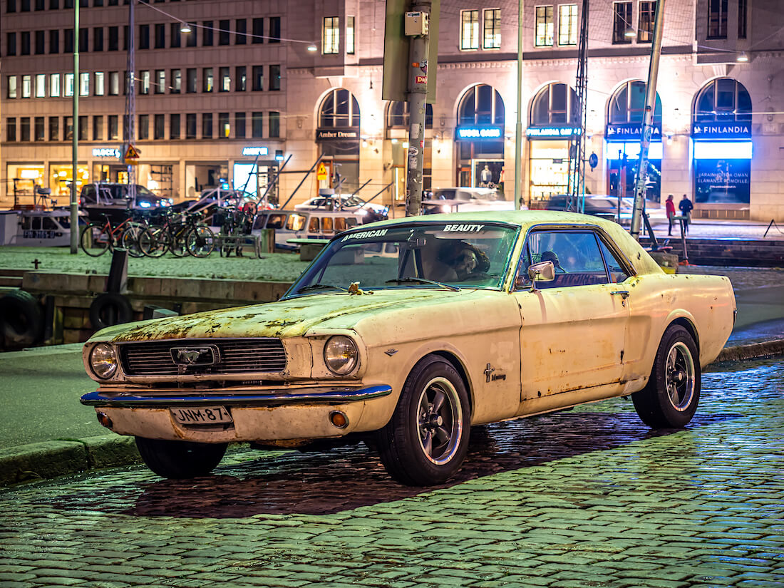 Patinoitunut ja sammaloitunut 1966 Ford Mustang GT Kauppatorilla