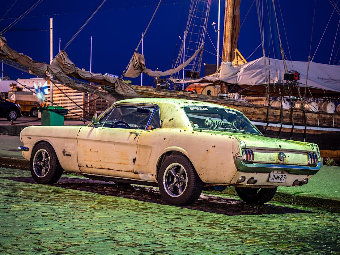 Ruosteinen 1966 Ford Mustang GT poniauto Stadin Cruising tapahtumassa