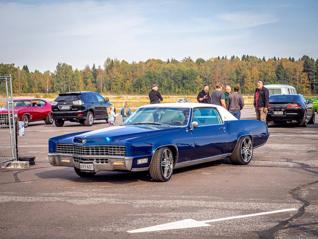 Jakke Vänskä lähdössä Malmin lentoasemalta 1967 Cadillac Eldoradolla