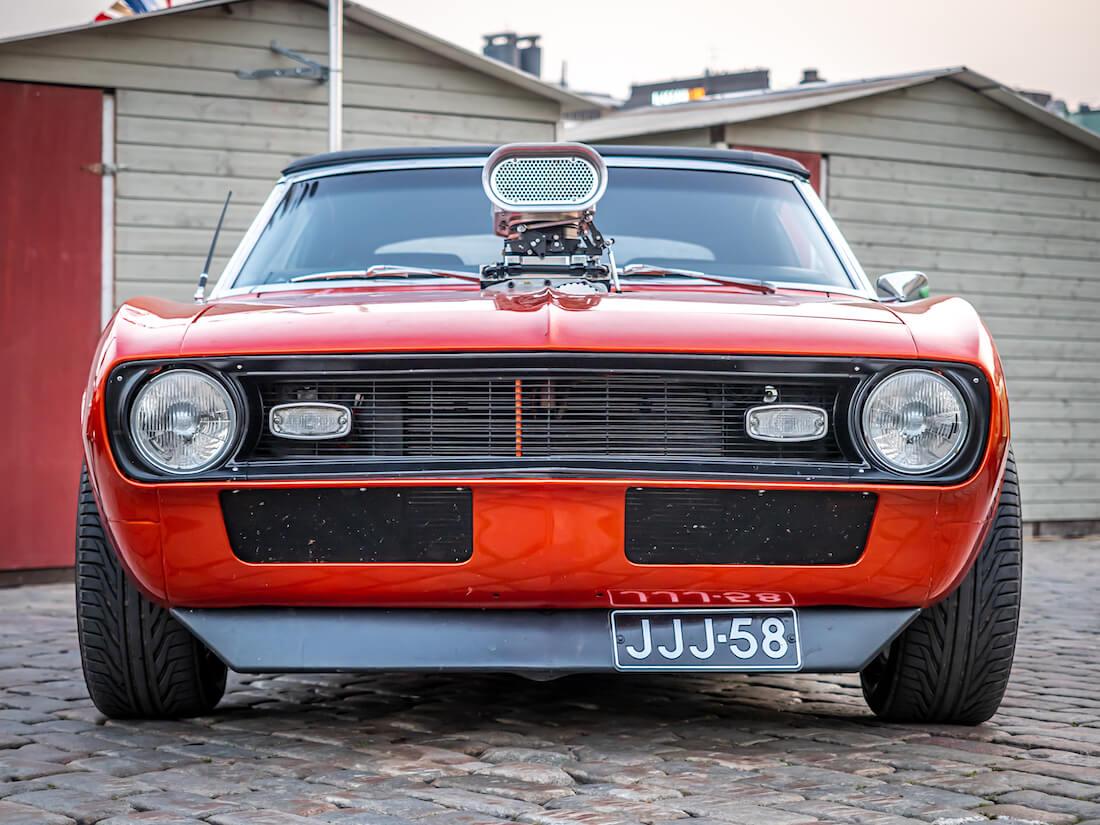 Remmiahdettu 1968 Chevrolet Camaro jenkkiauto edestä