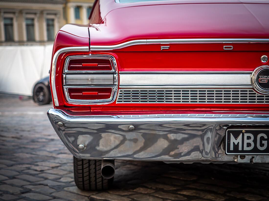 Punaisen 1968 Ford Torino GT:n takakulma
