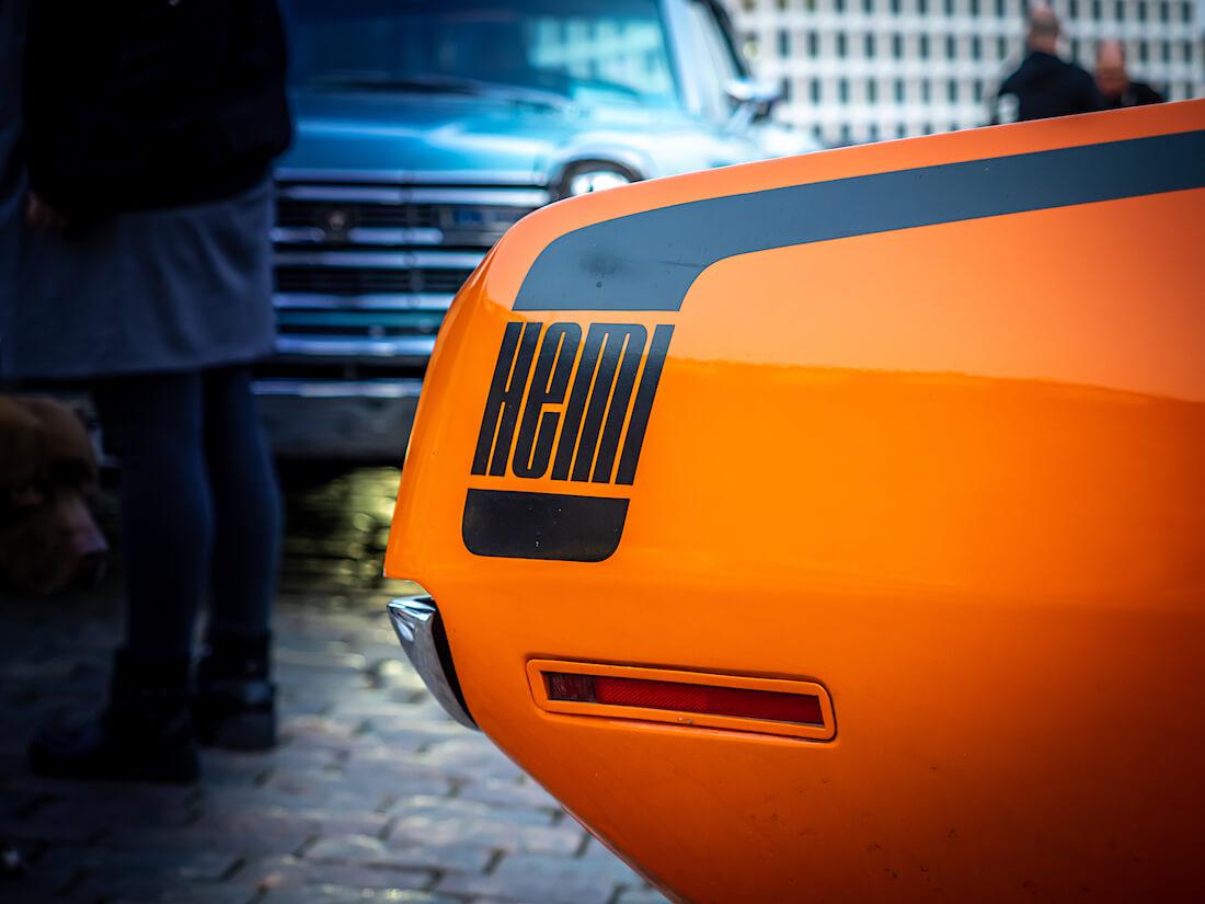 Hemi-teksti ja -raita 1970 Plymouth Barracudan takakyljessä