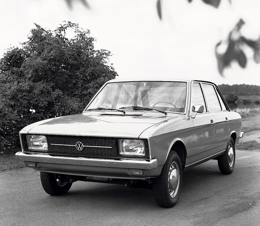 1970 Volkswagen K70 mustavalkoinen maiinoskuva. Kuva: Volkswagen AG.