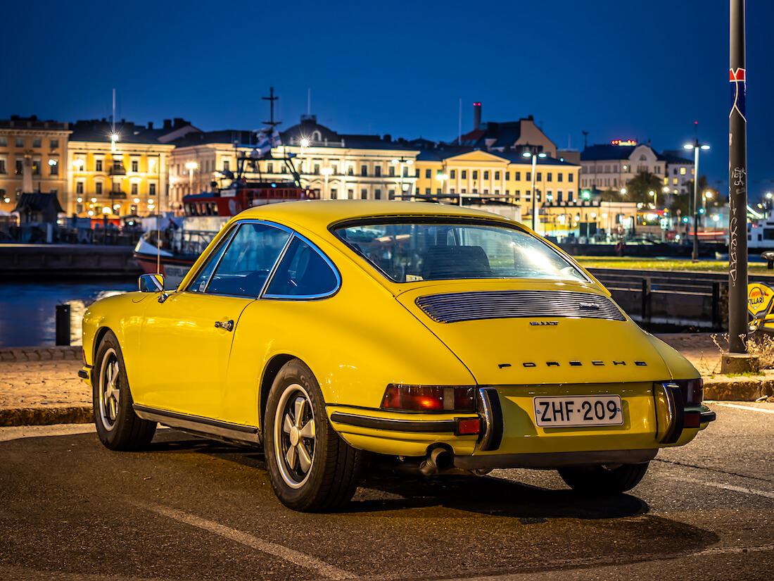 Keltainen 1972 Porsche 911T Helsingin Eteläsatamassa