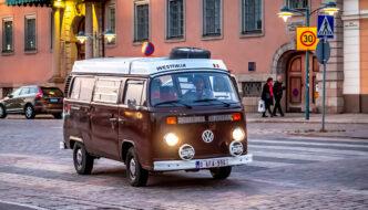 Antoine Rossignol ajaa VW Westfalialla Esplanadilla