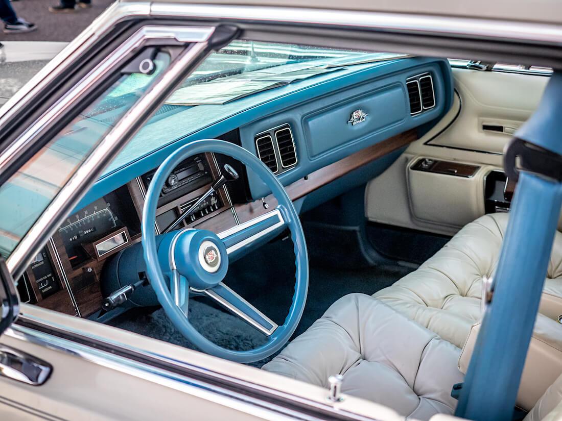 1977 Chrysler New Yorker Brougham jenkkiauton sisusta