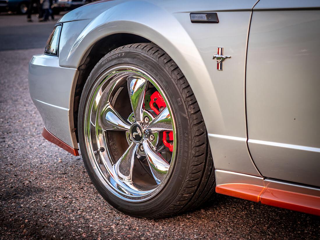 "18"" Ford Mustang etuvanne New Edge Mustangissa"